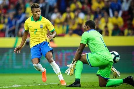 David Neres, do Brasil, marca gol durante amistoso contra Honduras, no Estádio Beira-Rio, em Porto Alegre (RS), na tarde deste domingo, 9 de junho de 2019.