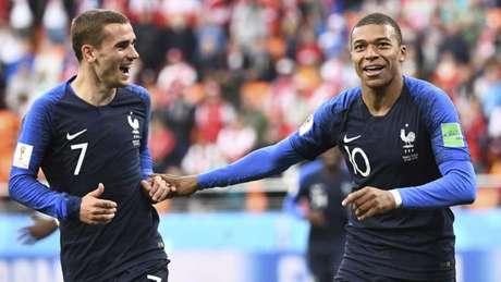Griezmann e Mbappé são parceiros na seleção francesa (Foto: Anne-Christine Poujoulat / AFP)