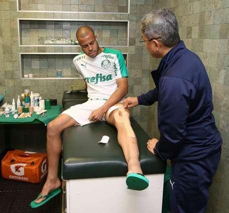 Mayke faz tratamento no púbis e se reapresentou sem ir a campo no aquecimento (Agência Palmeiras/Divulgação)