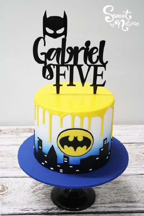 10. Bolo para festa infantil do Batman – Foto: Sweet by Nature