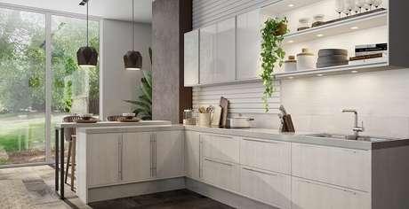 58. Cozinha planejada com bancada e pendentes. Fonte: Italínea Móveis Planejados