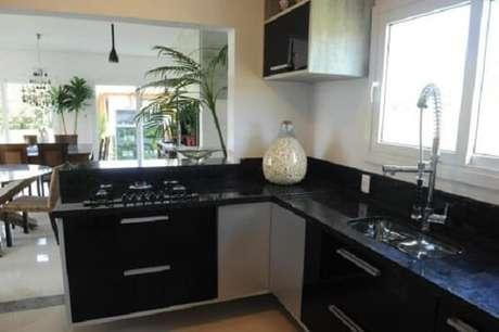 60. Cozinha planejada com fogão cooktop. Fonte: Doce Obra