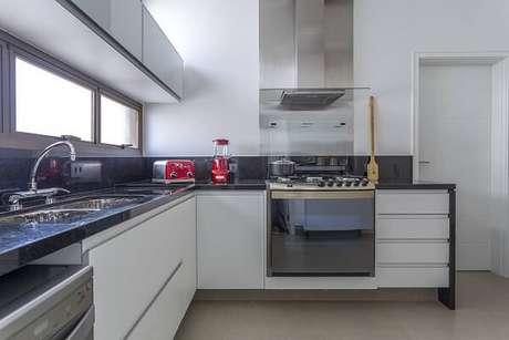 61. Cozinha planejada com fogão embutido. Fonte: Pinterest
