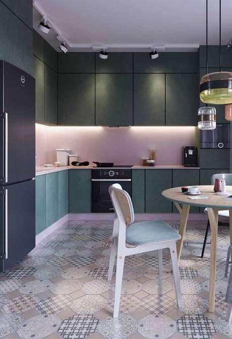 41. Cozinha com iluminação especial. Fonte: Ideias Decor