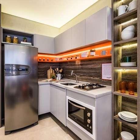 65. Cozinha em l pequena e funcional. Fonte: Tua Casa