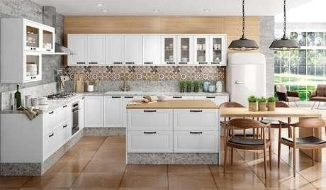 5. Cozinha em l planejada com diversos armários embutidos. Fonte: Projefácil