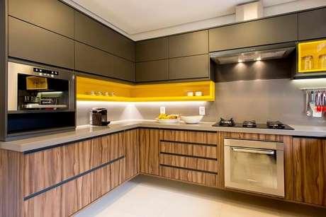 56. Modelo de cozinha planejada em l. Fonte: Projeto Tupinikim Arquitetura Luz Arte
