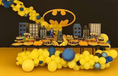 14. Decoração com balões para festa do Batman simples – Foto: Diego Segura