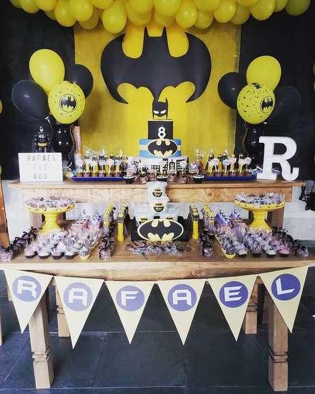2. Decoração clássica para festa de aniversário do Batman – Foto Lemonade Atelier