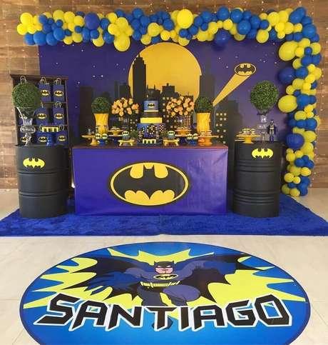 3. Tons escuros de azul também podem ser usados na decoração do Batman para festa infantil – Foto: Hiromy Muyuro