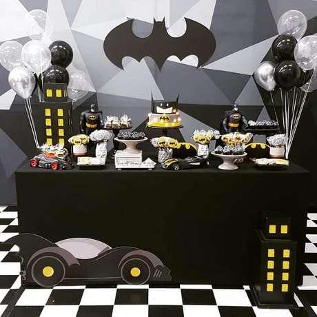23. Decoração de mesa para festa de aniversário do Batman – Foto: Arquiteta Party Decor
