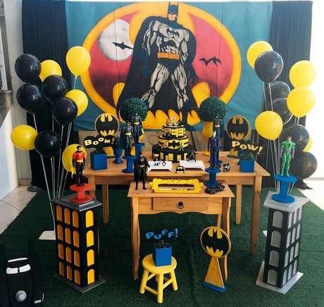 4. Invista em uma decoração de festa do Batman que tenha todos os personagens das histórias – Foto: Lollipop Eventos