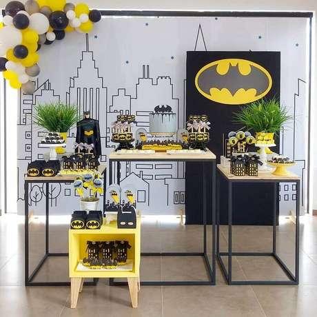 28. O minimalismo é ótimo para decoração de festa do Batman – Foto: Danicarla Artes e Festas