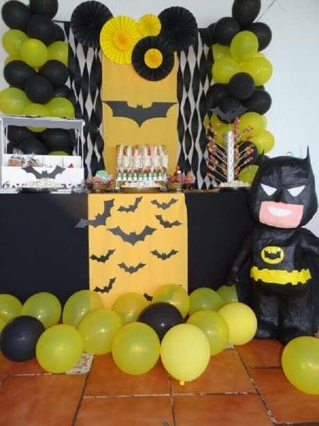 29. Ideia de decoração para festa do Batman simples – Foto: TODOPUEBLA