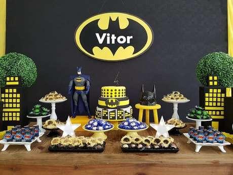 32. Decoração simples e rústica para festa de aniversário do Batman – Foto: Lima Limão Festas