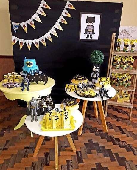 34. Decoração para festa do Batman simples – Foto: Amor de May Decorações