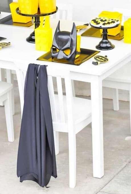39. Detalhes para mesa de convidados em festa do Batman – Foto: OfferUp