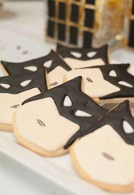 47. Bolachinhas personalizadas para decoração de festa de aniversário do Batman – Foto: Pinosy