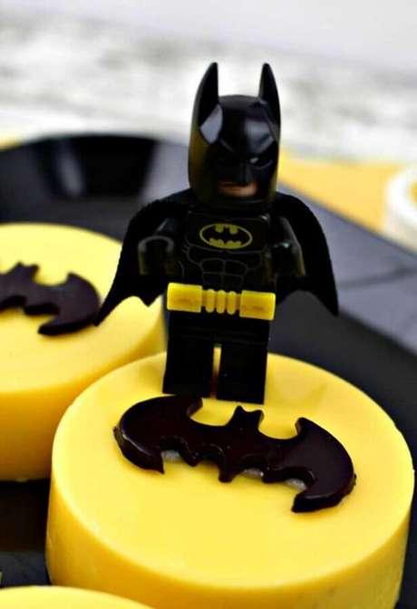 61. Detalhes para decoração do Batman para festa infantil – Foto: Pinterest