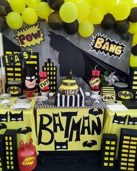 63. Ideias de decoração para mesa de festa do Batman – Foto: Hecho a Mano