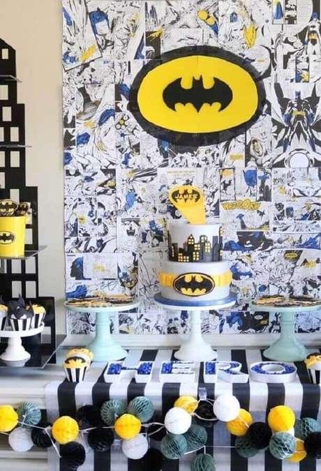 71. Painel com vários desenhos para compor a decoração do Batman para festa infantil – Foto: Pinterest