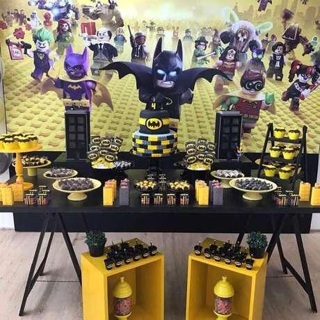 72. Painel divertido para decoração de festa infantil do Batman – Foto: Casa em Festa