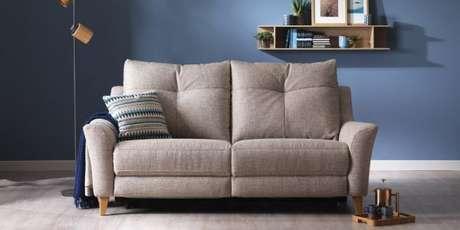 42. Para ambientes pequenos, aposte no sofá retrô 2 lugares ou no sofá retrô 3 lugares. São menores e charmosos! – Foto: G Plan