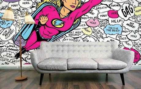 44. O que acha do papel de parede? Fica incrível com o sofá retrô! – Foto: Pinterest