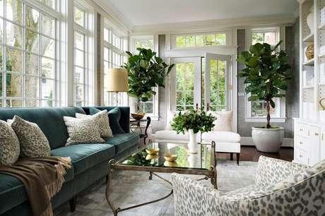 51. Ambientes clássicos também combinam com o sofá retrô. – Foto: Pinterest