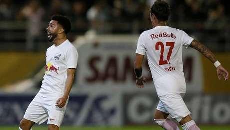 Claudinho comemora gol na vitória do Bragantino sobre o América-MG