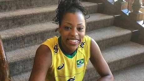 Osasco anuncia Mara, central da seleção, para próxima temporada