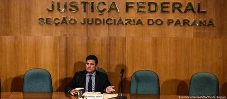 """""""Juízes conversam com procuradores, advogados e policiais. Isso é normal"""", disse Moro"""