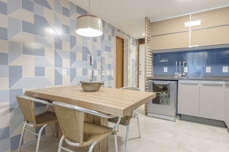 19. Cozinha com decoração em tons de azul e bege. Projeto de Vitral Arquitetura