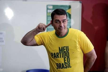 MP vê indícios de desvios de recursos por Flavio Bolsonaro