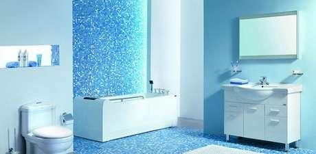 4. Complemente a decoração do banheiro com tons de azul. Fonte: Decoração Pra Casa