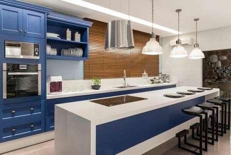 57. Mescle as cores branca e tons de azul na cozinha. Fonte: Tua Casa
