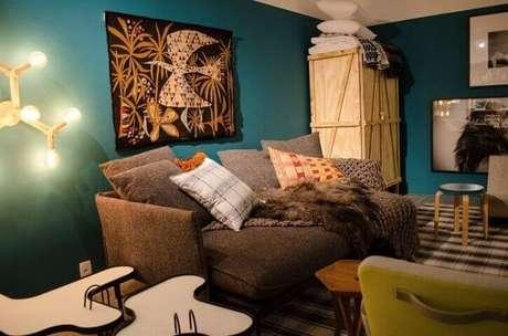 22. Parede azul Tiffany em sala aconchegante. Projeto de Casa Cor SP 2017