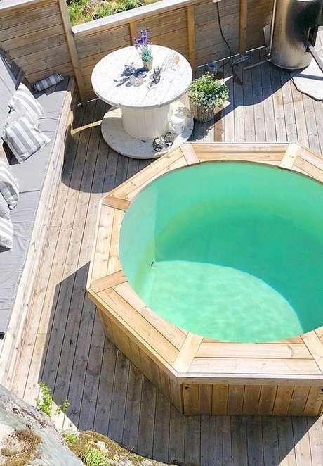 14. Coloque a piscina de paletes em ambientes agráveis para você aproveitá-la ao máximo – Foto: Pinterest