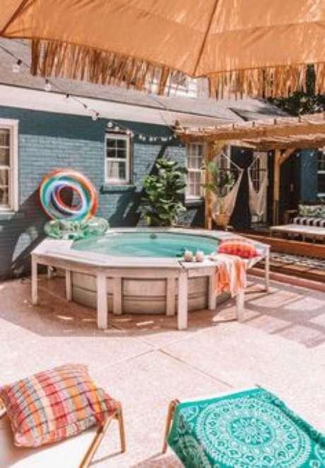 42. Até casas menores podem ter uma piscina de paletes bacana – Foto: The Spruce