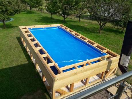 47. Capriche na montagem da sua piscina de paletes! – Foto: Pinterest
