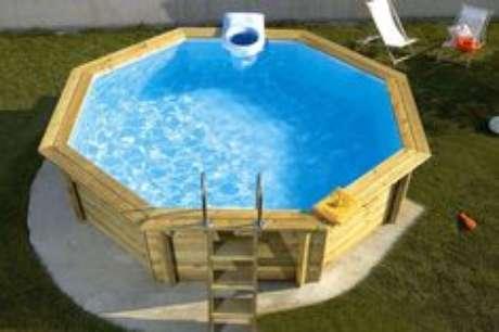 48. Faça um formato de piscina de paletes que dê para ganhar o máximo de espaço que conseguir – Foto: Pinterest
