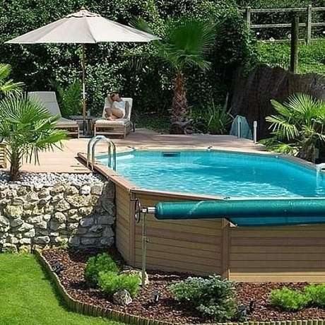 51. Coloque espreguiçadeiras para descansar depois de aproveitar a piscina – Foto: Pinterest