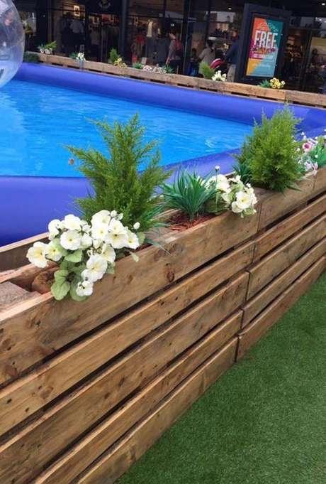 4. Decore a piscina de paletes de acordo com a sua preferência – Foto: Pinterest