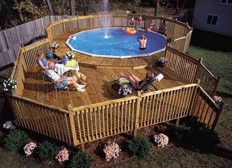 2. Monte uma área de lazer com a piscina de paletes – Foto: House and Garden DIY