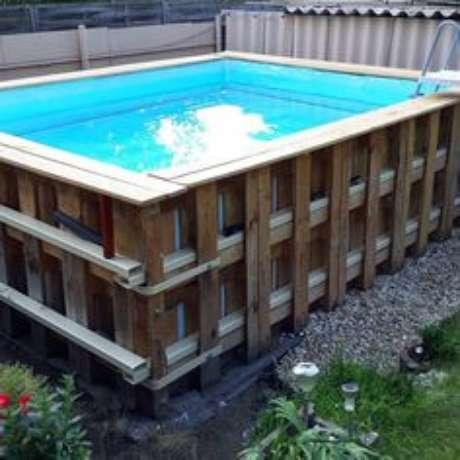 5. Monte uma estrutura forte para sua piscina de paletes ser resistente. – Foto: Pinterest
