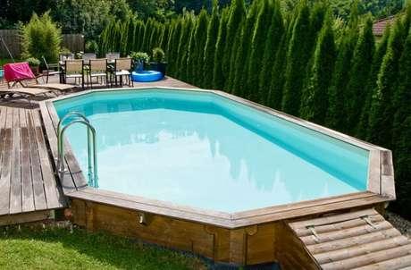 22. Cuide da água da piscina de paletes para que vocês possam usá-las frequentemente. – Foto: O Garden