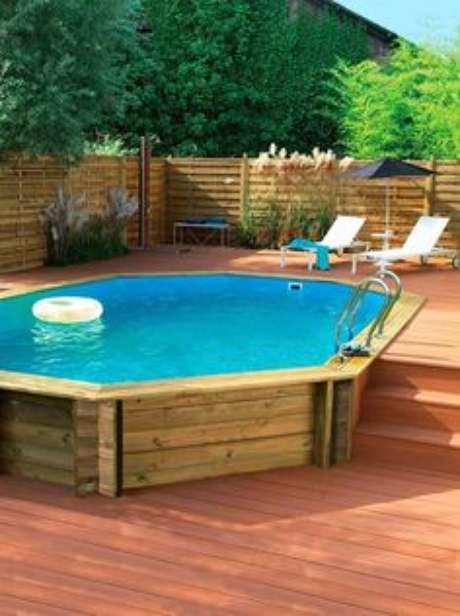 24. Que tal fazer uma piscina de paletes no espaço mais agradável da casa? – Foto: Pinterest
