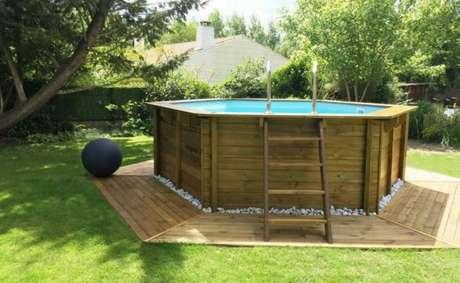 34. A piscina de paletes deve ter tudo que você precisa, na medida certa! Foto: