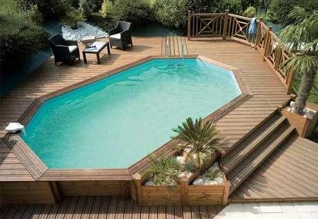 31. A piscina de paletes é a oportunidade perfeita de você montar um ambiente incrível no jardim – Foto: Pinterest
