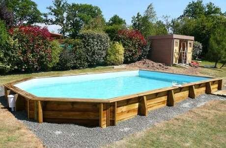 33. Seja criativo ao fazer sua piscina de paletes. – Foto: Ununcha